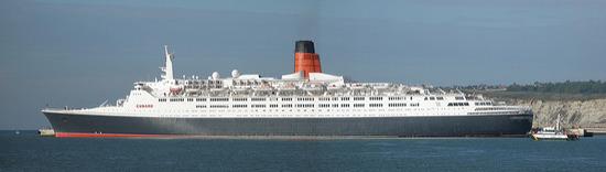 Crucero Queen Elizabeth 2 en la terminal de cruceros del Puerto de Bilbao